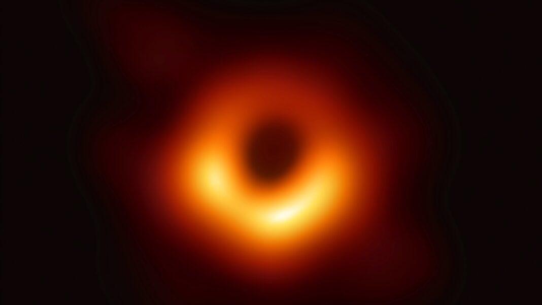 Przełom w obserwacji czarnych dziur. Dane z 19 obserwatoriów mogą pomóc testować ogólną teorię względności Einsteina